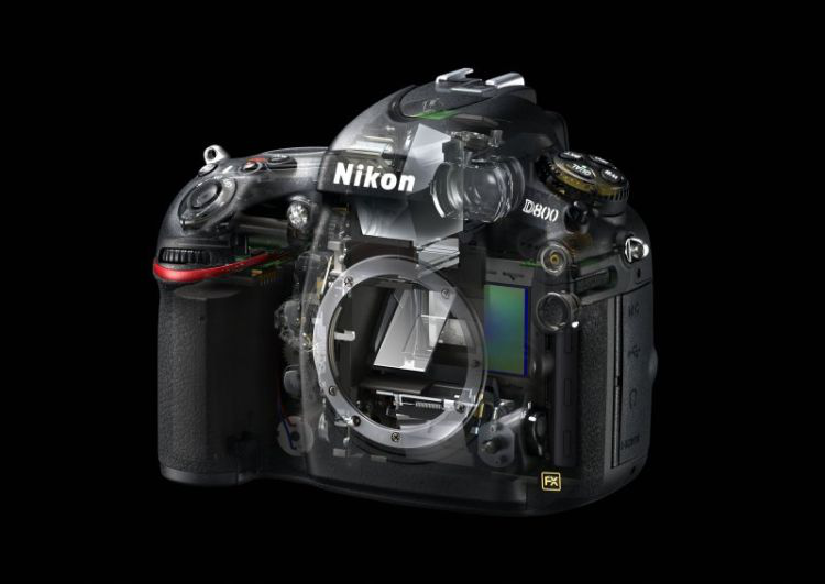 Clearly recognizable: The mirror construction is in front of the sensor which guides the image into the optical viewfinder.