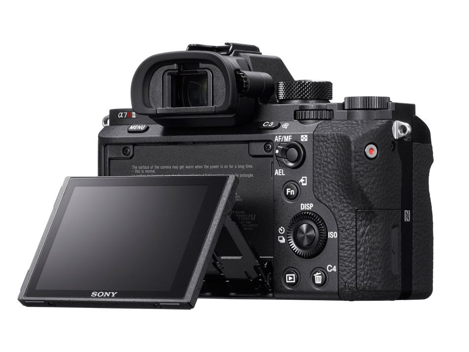Only 290 pictures can be shot with one battery charge of the Sony A7r II